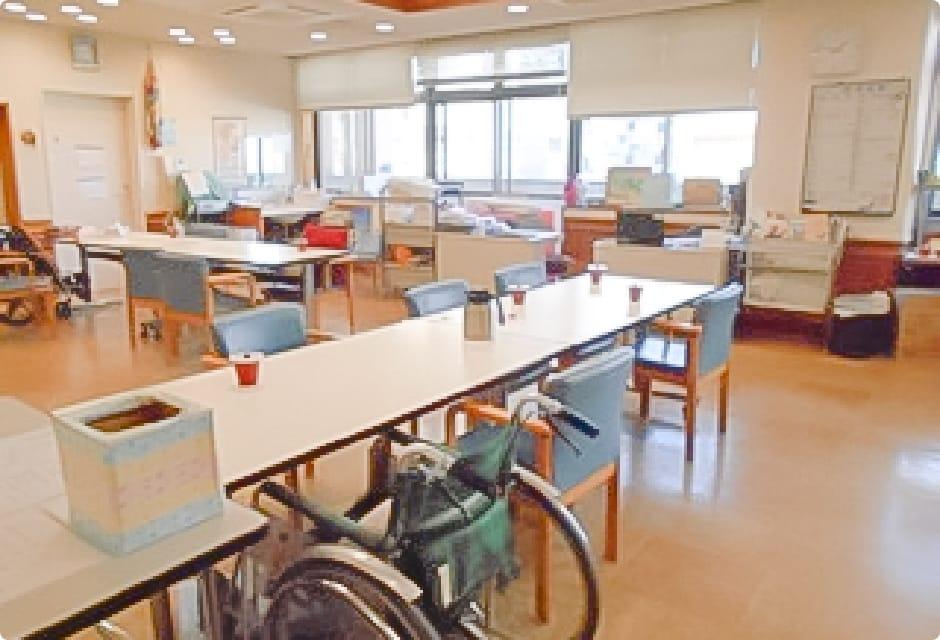 【介護職/大阪市西成区】 介護老人保健施設 南部花園館 (正社員)の画像2